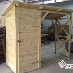 Domek WC połączony z drewutnią na drewno kominkowe